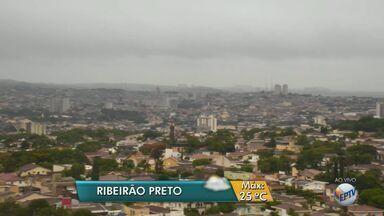 Previsão é de mais chuva nesta segunda-feira (14) na região de Ribeirão Preto, SP - Meteorologistas preveem temperatura máxima de 25ºC.