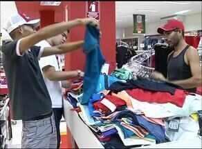 Feriado fecha comércios e lojistas temem prejuízos no faturamento - Feriado fecha comércios e lojistas temem prejuízos no faturamento