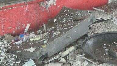 Ladrões roubam posto de combustível no Jardim Europa, em Santa Bárbara d' Oeste - Crime aconteceu na madrugada desta segunda-feira (14). Parte do forro do posto ficou destruído.