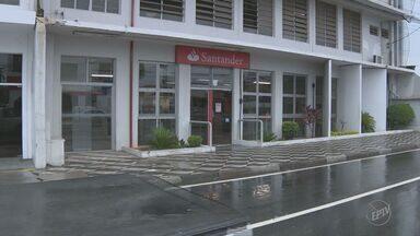 Agência bancária do Santander é furtada em Campinas - Ação aconteceu na madrugada desta segunda-feira (14). A polícia não informou quantas pessoas participaram da ação. Ninguém foi preso.