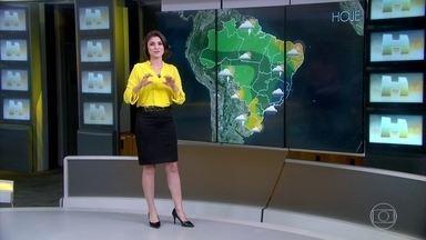 Baixa pressão atmosférica provoca chuva no Sudeste do país - A cidade do Rio de Janeiro amanheceu cinzenta nesta segunda-feira (14). Veja a previsão do tempo para todo o país.