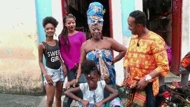 Hoje é dia de consciência negra: meu cabelo é afro! - Alexandre Henderson conversa com Negra Jhô, uma das maiores autoridades em penteados afro do Pelourinho, em Salvador.