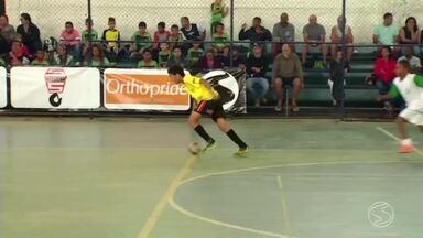 Três Rios recebe etapa do Festival Dente de Leite de Futsal - Treze equipes formadas por meninos e meninas de até 11 anos entraram em quadra neste sábado (19).