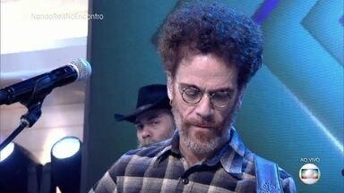 Nando Reis canta 'O Segundo Sol' - Cantor se apresenta no palco do 'Encontro'