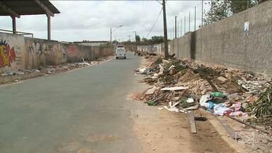 Lixo e mau cheiro causam incômodo a moradores da Cidade Operária, em São Luís - A sujeira está depositada em um ponto entre os bairros Jardim América e Cidade Operária. Os moradores não aguentam mais conviver com o problema.