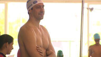 Gustavo Borges participa de evento de natação em Aracaju - Nadadores mirins do Colégio Master tiveram a chance de aprender um pouco mais sobre o esporte com um dos maiores ídolos da natação brasileira.