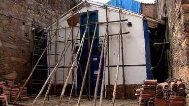 Ação do tempo e falta de manutenção comprometem estrutura de igreja em Sabará - Arquitetos do Iphan e do memorial da Arquidiocese de BH fizeram vistoria na construção erguida por escravos no século XVIII