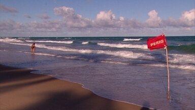 Corpos de turistas argentinos seguem no IML do Recife - Turistas morreram afogados no Litoral Sul do estado.
