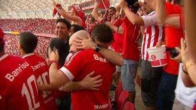 Contra o Cruzeiro, torcida colorada vive 90 minutos mais tensos de 2016 - Quem foi ao Beira-Rio sofreu, chorou e se emocionou com a vitória.