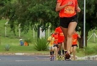 Meia Maratona é realizada em Uberaba - Prova foi realizada neste domingo (27). Muita gente acordou cedo e participou da competição.