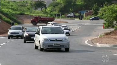 Trecho urbano da Rodovia do Contorno é alvo de reclamações em Volta Redonda, RJ - Pedestres e ciclistas pedem calçadas, sinalização e passarela.