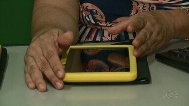 Sem internet suficiente, colégios de Paranavaí deixam tablets desligados há 3 anos - Dos 11 colégios estaduais da cidade, apenas dois utilizam os aparelhos entregues pelo governo do Estado.