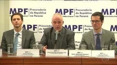 Procuradores ameaçam deixar Lava Jato se pacote anticorrupção passar - O projeto mal chegou da Câmara e o presidente do Senado Renan Calheiros queria votar de qualquer jeito o pacote de medidas sobre a corrupção.