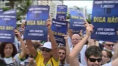 Manifestações mostram endurecimento da população contra casos de corrupção - As manifestações neste domingo (4) tiveram como alvo exatamente o parlamento, em especial Renan Calheiros.