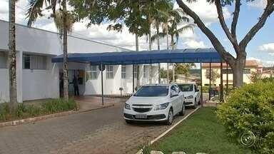 Médicos da Santa Casa de Angatuba paralisam atividades - Médicos da Santa Casa de Angatuba pararam de trabalhar por falta de pagamento dos salários. As gestantes estão sendo transferidas pra outros hospitais da região. A prefeitura diz que pagou em dia, mas a Santa Casa diz que não recebeu.