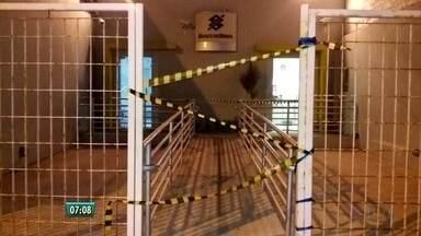 Banco do Brasil de São José da Coroa Grande é invadido na madrugada desta terça - Ao menos cinco homens invadiram a agência e arrombaram o caixa eletrônico da unidade
