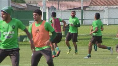 Coritiba terá equipe mista na última rodada do Brasileiro - Sem risco de rebaixamento e com chances remotas de classificação direta para a Copa Sul-Americana, Coxa optou por dar férias aos principais jogadores do time e usar jogo contra a Ponte Preta para avaliar o elenco para 2017