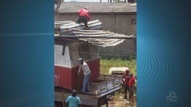 Morador filmou um grupo de pessoas jogando lixo em terreno abandonado de Macapá - Para surpresa, alguns usavam até uniforme da prefeitura de Macapá.