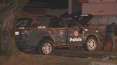 Três policiais militares ficam feridos após viatura do Baep se envolver em um acidente - Colisão foi no cruzamento das ruas Abolição e Ângelo Simões, em Campinas.