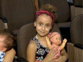 Crianças de escolas de Tupi Paulista recebem doações de brinquedos - Produtos foram transformados pela associação de catadores da cidade.