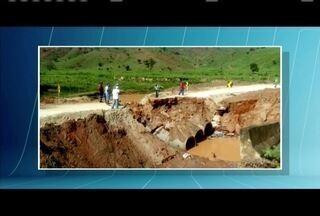 Chuva causa estragos no Leste de Minas - Ponte criada para um desvio que leva para Mendes Pimentel (MG) cedeu nessa quinta-feira (8),