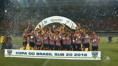 São Paulo vence o Bahia e conquista bicampeonato da Copa do Brasil sub-20 - Jogo aconteceu no estádio de Pituaçu e contou com a presença de mais de 20 mil torcedores.