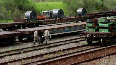 Parte de um corpo humano é encontrada em Barra Mansa, RJ - Tronco de um homem sem a cabeça, pernas e braços estava em um saco de lixo na linha férrea, na Vila Barbará.