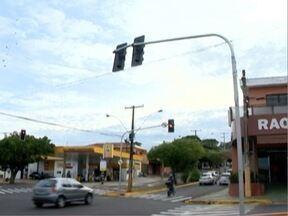 Problema em semáforo causa confusão no trânsito - Reparo foi feito pela Prefeitura de Prudente.
