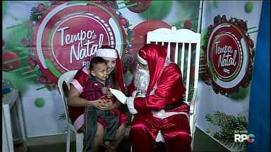 O Papai Noel esteve hoje na região do Três Bandeiras, aqui em Foz - Amanhã é o último dia do passeio do Papai Noel pelos bairros de Foz. A festa está marcada para as 18h na Escola Municipal Arnaldo Isidoro de Lima, na Vila C.