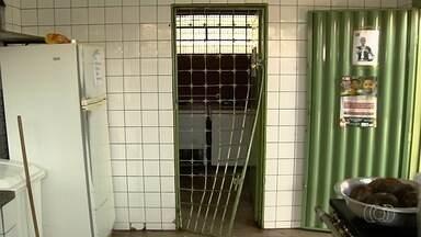 Escola é assaltada e deixa mais de 1 mil alunos sem merenda, em Goiás - Toda comida foi levada pelos criminosos.