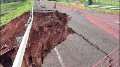 Rodovia que dá acesso a Paranhos, MS, é bloqueada após estragos das chuvas - Rodovia que dá acesso a Paranhos, MS, é bloqueada após estragos das chuvas