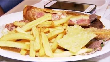 Comer com culpa pode estar associado ao descontrole - De acordo com a nutricionista Lara Natacci, a culpa vem quando a pessoa come alimentos que ela julga serem proibidos ou ruins.