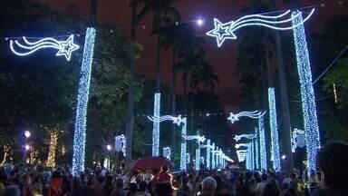 Iluminação de Natal é inaugurada na Praça da Liberdade, em Belo Horizonte - Coral Globo Minas participou da inauguração na noite desta segunda-feira.