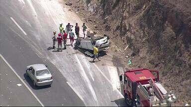 Acidentes deixam oito pessoas feridas na Rodovia BR-232 - Acidentes aconteceram na descida da Serra das Russas, no limite entre Gravatá e Pombos.