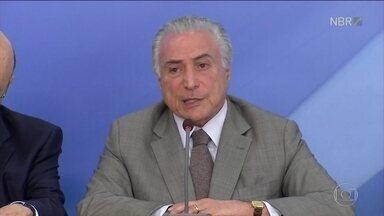 Bom Dia Brasil - Edição de sexta-feira,16/12/2016 - O pacote do governo para economia vai fazer o Fundo de Garantia render mais para o trabalhador e trazer mudanças nos cartões de crédito. E mais as notícias da manhã.