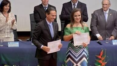 Candidatos eleitos são diplomados em Campo Grande - Prefeito, vice-prefeita e vereadores eleitos em Campo Grande foram diplomados pelo Tribunal Regional Eleitoral de Mato Grosso do Sul (TRE-MS). O documento deixa todos aptos a assumirem os cargos no dia 1º de janeiro.