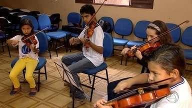 Time do Bem: projeto oferece aulas de música, informática e esporte para crianças em MS - Conheça um projeto muito bacana no bairro Nova Lima, na região norte de Campo Grande. São quase 300 crianças atendidas com aulas de música, informática e esporte.