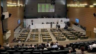 Deputados se reúnem na Assembleia Legislativa para discutir as finanças de SP - A previsão inicial é que o Orçamento de 2017 deve ser votado na noite desta terça-feira (20). A oposição critica a proposta pois ela prevê cortes em setores como o transporte.
