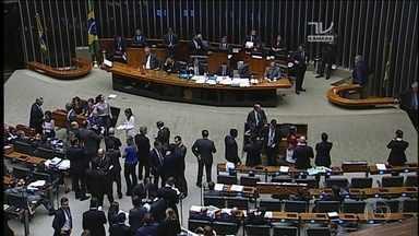 Câmara aprova pacote de ajuda a estados em crise, sem contrapartidas - A sessão foi tensa e com muita negociação até chegar ao acordo de votação. Foram 296 votos a favor, 39 a mais que o mínimo necessário.
