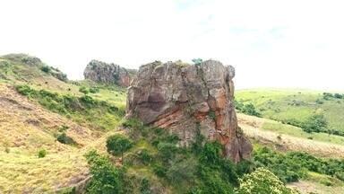 As paisagens de Timburi guardam grandes histórias - O Revista deSábadote mostra desenhos históricos pintados há mais de três mil anos que enfeitam o paredão da fazenda do Himalaia em Timburi. Tem também uma igrejinha que fica no alto de um morro e a história de sua construção é bem curiosa. Confira na matéria:
