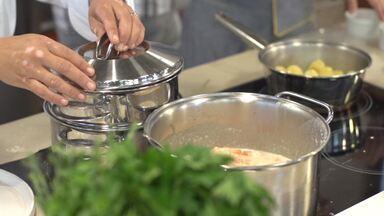 Aprenda a fazer linguado pochê com leite de coco, curry e uvas Thompson - A receita é de dar água na boca; quem nos dá o passo a passo é a chef de cozinha Eva dos Santos.