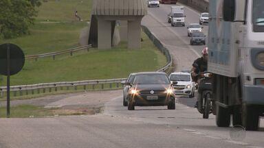Farol apagado em rodovias gera 380 mil multas em SP, diz Polícia Rodoviária - Medida chegou a ser suspensa pela Justiça, mas depois voltou a valer.