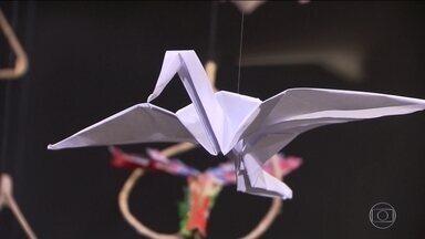 Exposição na estação São Bento do metrô reúne trabalhos em origami - Nessa época do ano, as pessoas estão mais apressadas do que nunca, mas tem um espaço, na estação São Bento do metrô que reúne trabalhos em origami. Vale a pena dar uma parada.