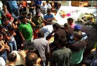 Mãe e filha mortas em acidentes em Alagoas são sepultadas em Várzea Alegre - Acidente ocorreu na quinta-feira.
