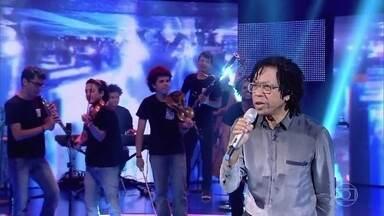 Djavan canta 'Te devoro' - Ele tocou no palco do 'Caldeirão'e animou a plateia