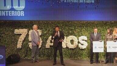 Equipe de esportes da TV Tribuna recebe prêmio ACEESP - Este é o segundo ano consecutivo em que a equipe recebe o prêmio.