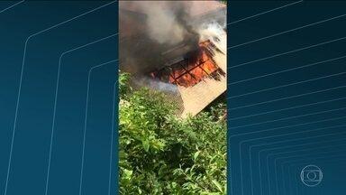 Churrascaria pega fogo - O incêndio foi perto da RJ-116 em Nova Friburgo, região Serrana.