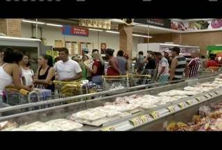 Supermecados de Valadares comemoram o movimento na vespera do Natal - Até os ingredientes para a ceia são deixados para comprar na última hora por alguns consumidores.