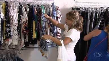 Consumidores fazem compras de última hora para o Natal - Comércio de Aparecida de Goiânia ficou movimentado durante o dia.