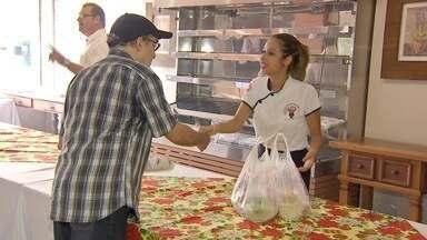 Restaurantes se especializam em preparar ceias de Natal para as pessoas - Cada vez mais o serviço é procurado pelos moradores da capital. Além de economizar dinheiro, economiza tempo.